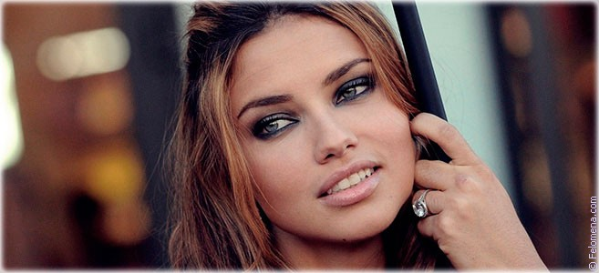 Сегодня родилась модель Адриана Лима