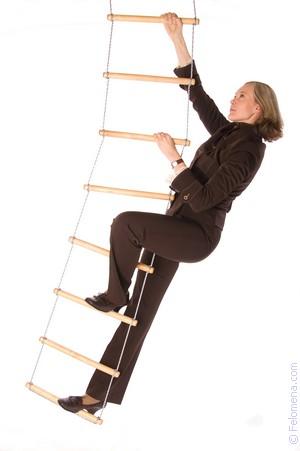 Возвращаясь домой парень встретил на лестнице телочку и сразу распознал в ней давалку поэтому не дол
