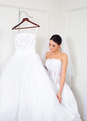 9ed473672511 К чему снится 😴 Свадебное платье во сне — по 90 сонникам! Если ...
