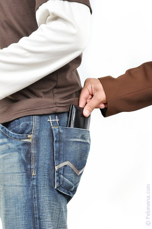 Пригласил мужчину парень наказал девушку за воровство студенты